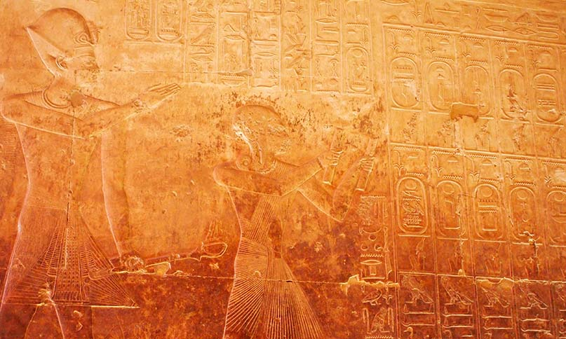 Seti I and his son Ramsés II, contemplating their ancestors (Temple of Abydos)